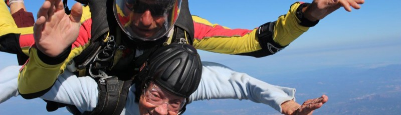 Saut en parachute à plus de 80 ans... c'est possible... et c'est bien !