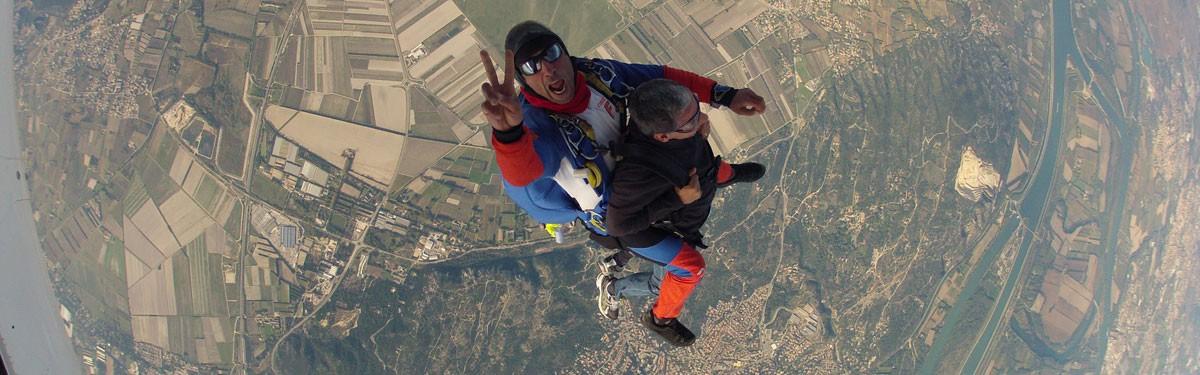 Baptême de saut en parachute tandem Avignon-Pujaut Produit - Atlas Parachutisme