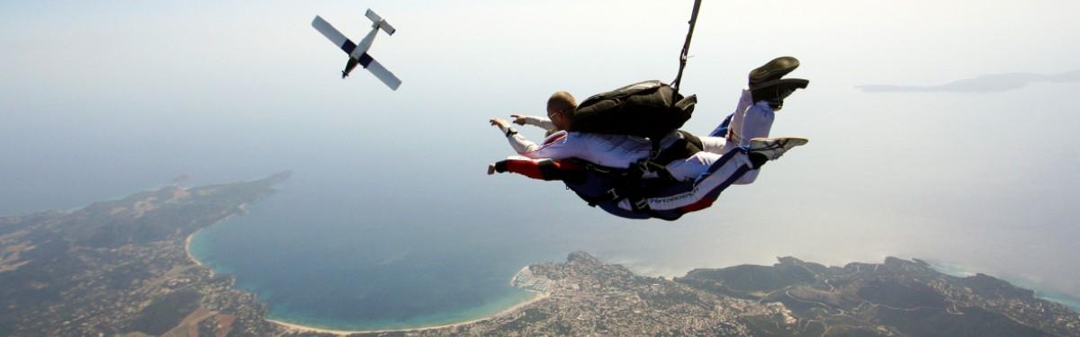 Baptême saut en parachute tandem Saint-Tropez Produit - Atlas Parachutisme